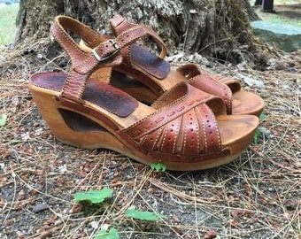 1970s leather wood wedge heels cutout platform honey ankle straps boho RARE vintage // US Size 6