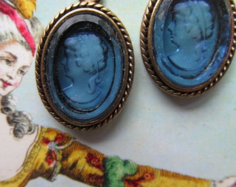 Glass Montana Blue Cameo In Setting