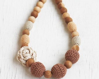 Baby shower gift for mom Babywearing nursing necklace with flower Chunky statement natural jewelry Ivory beige brown Coffee and cream Summer