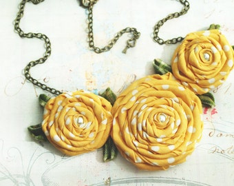Bib flower necklace. Fabric flowers necklace. Yellow flowers. Gardering bridal. Bridesmaids necklace. Yellow wedding