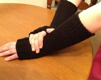 Wristers hand knit in Black