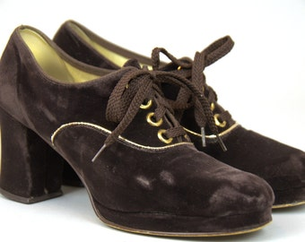 1960s Velvet Mod Lace Up with Gold Trim Heeled Disco Dress Shoes size 7