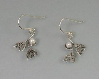 Leaf earrings - sterling silver pearl earrings - woodland jewelry - elven jewelry - nature jewelry - pearl jewelry - June birthstone