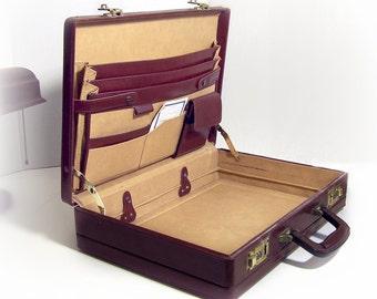 VINTAGE BRIEFCASE - Deep Brown Burgundy Leather / Vegan Attache case, Mens Full Size Business Case,Roomy Laptop & Pockets, 80s