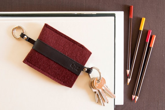 Felt and leather KEY HOLDER, key case, maroon and black, burgundy, wool felt, handmade, made in Italy