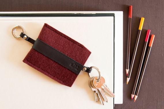 Felt and leather KEY HOLDER, key case, maroon and black, burgundy, wool felt, handmade, made in Italy