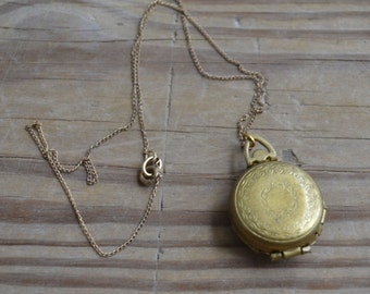 Lovely antique art nouveau / edwardian / art deco gold tone locket / spring loaded locket / BCOAUY