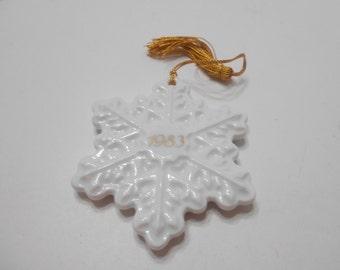 Vintage 1983 Avon Christmas Remembrance Ceramic Snowflake (13)