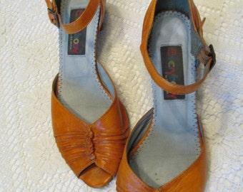 PUMPKIN ORANGE SHOES 1980's Everybody by B Z Moda Peep Cuban heel Toe Ankle Strap Size 39 m Costume Gs4D-300