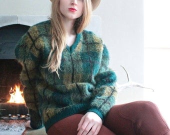 "Vintage Campus Sweater MOHAIR Fuzzy Orlon Acrylic Woven Green PLAID Pullover jumper top ""V"" Neck Mod Mens Women Grunge Boyfriend Sweater M/L"