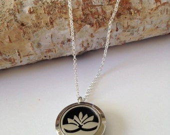 Aromatherapy necklace,Essential oil necklace,Essential oil diffuser,Essential oil,Locket necklace,Essential oil locket,Silver Locket,Lotus