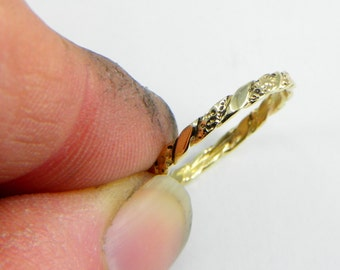 Small Ring Band in Gold 14 kt - twisted two wires