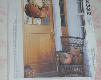 McCalls 2332 Scarecrow Door hanging and Pumpkin  Sewing Pattern - UNCUT
