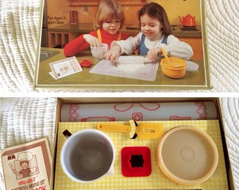 Vintage NOS Tupperware Childrens Baking Set Mini Mix-It Kit