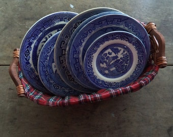 Vintage Blue Willow Plates China Home & Living Dining Serving Kitchen Entertaining Wedding Collectibles England Mismatched Eclectic Rustic
