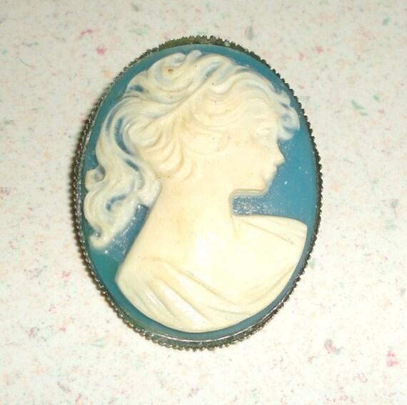 Custom Cameo Resin Pins Diy: Blue REsin Cameo Brooch Gold Tone