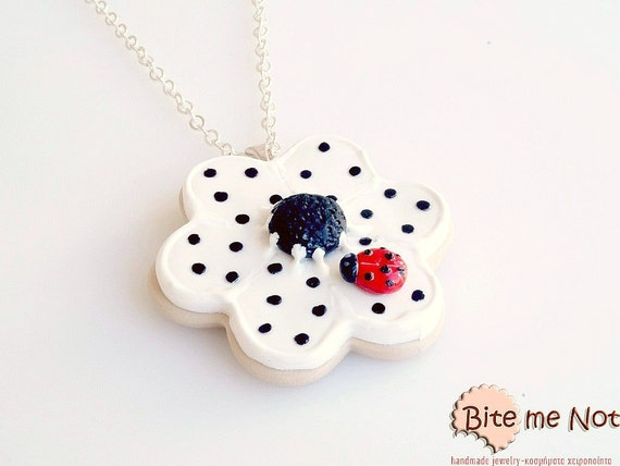 Daisy Biscuit with Ladybug Necklace, Cookie Necklace, Spring Flower, Polymer Clay Necklace, Spring Accessories, Mini Food Jewelry