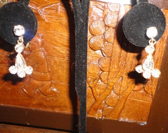 Vintage Pronged Crystal Earrings*******.