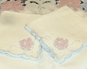 AMAZING! Vintage Madeira Tablecloth & 6 Napkin Set, Hand Embroidered, Pastel Appliques MINT Condition!