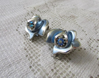 Vintage estate Florenza blue AB  rhinestone enamel flower rose bud clip on earrings prom, wedding glitz