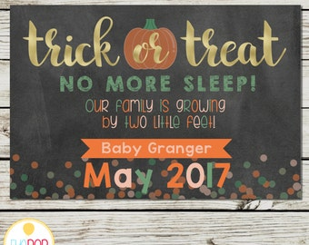 HALLOWEEN PREGNANCY ANNOUNCEMENT * Pregnancy Reveal * Trick or Treat * Fall * Chalkboard * Digital Printable Card Sign