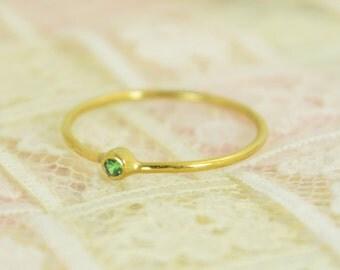 Tiny Emerald Ring Set, Solid 14k Gold Wedding Set,  Stacking Ring, Solid Gold Emerald Ring, May Birthstone, Bridal Set, Emerald Ring