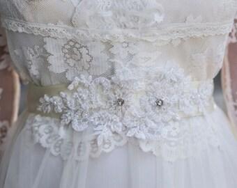 Bridal Lace Sash, Rhinestone Wedding Sash, Wedding Dress Belt, Flower Bridal Belt, Rhinestone Wedding Belt, Crystal Bridal sash, Beaded Belt