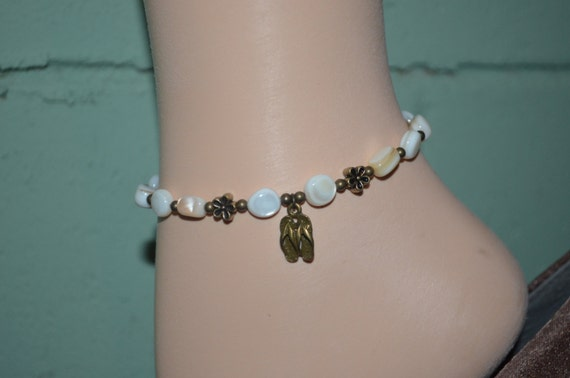 Ankle Bracelet Mother of Pearl Shell Beads with Flip Flops & Daisies, Beach Hippie Anklet, Flip Flop Anklet, Shell Bead Anklet, Beach Anklet