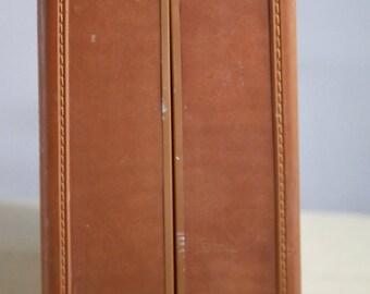 "Vintage Samsonite Suitcase, Large, Shwayder Bros Inc Luggage (Denver - Detroit), Interior is Immaculate, 24"" x 19"""