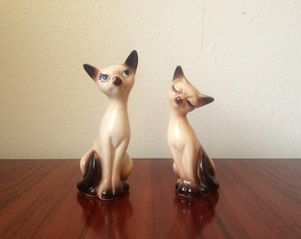 Vintage Pair of Siamese Cats Salt and Pepper Shakers