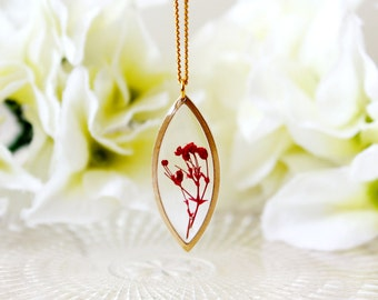 Resin / necklace / red / Pressed Flowers, Resin Necklace, Gift for her, Terrarium Necklace, Botanical Jewelry, Bridesmaid gift, Bohemian