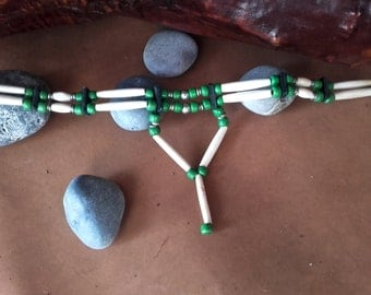 Choker bones  and green glass beads - ref: C 81