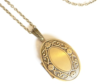 Locket Necklace, Antique Locket Necklace, Photo Locket Necklace, Gold Locket Necklace, Picture Jewelry, Memory Jewelry, Condolence Gift