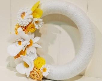 Front Door Wreath, White and Yellow Felt Flower Wreath, Nursery Wreath, Yarn Wreath, Felt Flower Wreath, Summer Wreath, Front Door Wreath