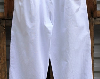 Vintage 1980s, White, Button detail, Two pockets, Elastic waist, High rise, Pegged, A'Milano, Made in Yugoslavia, Pants, Size M