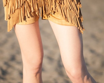 Brown short pants with fringe