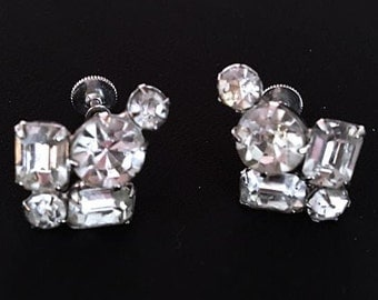 Vintage Art Deco Style Rhinestone Screw Back Earrings  . 1950s Clear Glass Stones Bling . 50s Bridal Wedding Jewelry