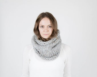 Chunky Knit Scarf Cowl Neckwarmer / THE KODIAK / Grey Marble