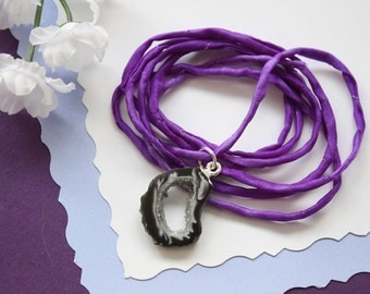 Druzy Geode Slice Necklace Silk, Small Natural Geode Necklace, Crystal Necklace, Geode Slice, Silk Necklace, Natural Pendant, GSILK106