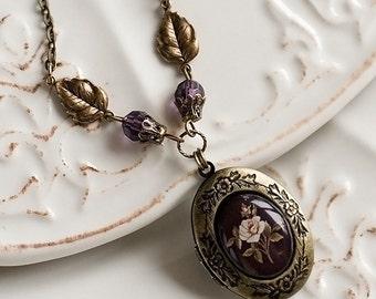 Antique locket necklace - Botanical jewelry - Romantic gift jewelry - Photo locket - Flower locket - Vintage locket - Oval locket (L020)