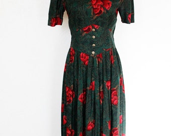 80s vintage dress / red and green dress, red flowers, short sleeves, pleats, small