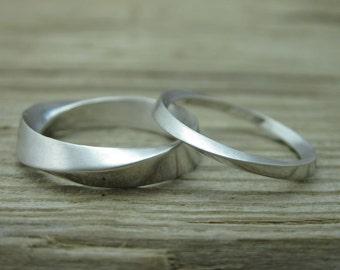 Wedding Band Set , Mobius Rings set, Mobius Wedding Ring Set, Mobius Wedding Band Set, Twisted Wedding Band Gold Promise Ring