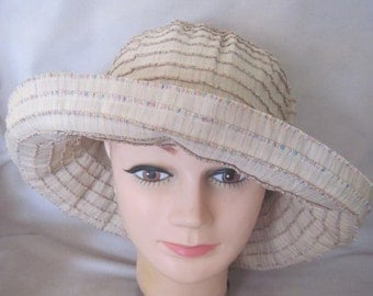 Classic Kettle in Durable Cotton Multi-Colored Sewen Ribbon Beigh Packable Hat