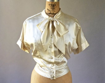 Gorgeous 1940s Silk Party Blouse Ivory Cream Bow & Buttons