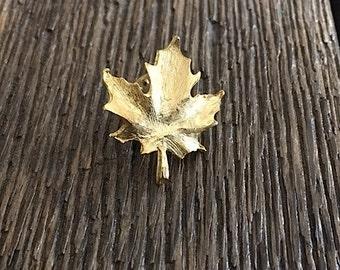 ON SALE - Vintage Maple Leaf Pin - Gold Tone Maple Leaf Pin - Gold Leaf Pin