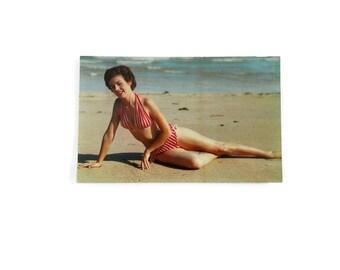 Cheesecake Postcard RRPC Swimsuit Pinup Girl on Beach  P7203 HW Hannau