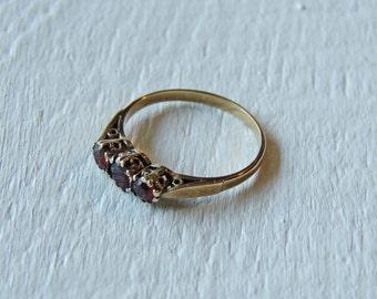 9K Gold Filigree Genuine Garnet 3 Stone Trilogy Ring/Art Nouveau Carved Engagement Ring/Victorian Garnet/Boho/Gypsy/Bohemian Stacking Ring