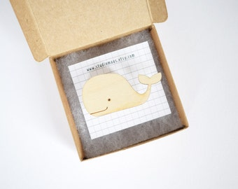 Whale pin, animal brooch, funny pin, wood, lasercut, whale accessoires, fish pin, ocean jewellery, cute whale, studio maas
