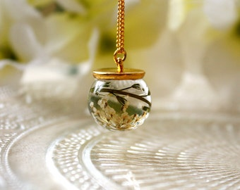 Orb / necklace / green / Resin Flower, Real Flower Jewelry, Plant Necklace, Dried Flower, Pressed Flower, Flower Jewelry, gift for her