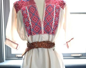 Vintage hand EMBROIDERED Mexican PEASANT top / gorgeous FLOWERS